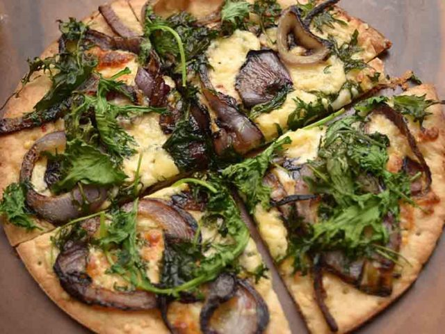 Kale CAULIPOWER Pizza